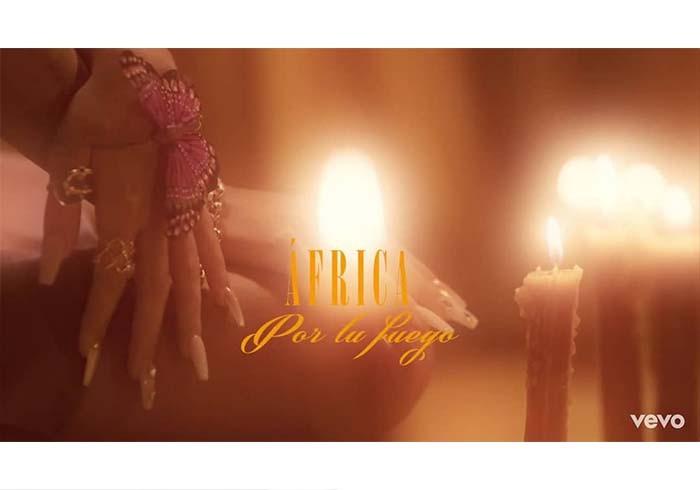 """Captura videoclip """"Por tu fuego"""" de África"""