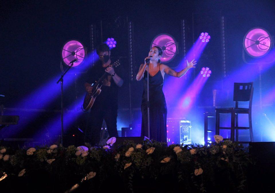"""""""Experiencias no camiño francés"""" el primer concierto de la cantautora Sabela / Foto: @artmusicagency (Twitter)"""