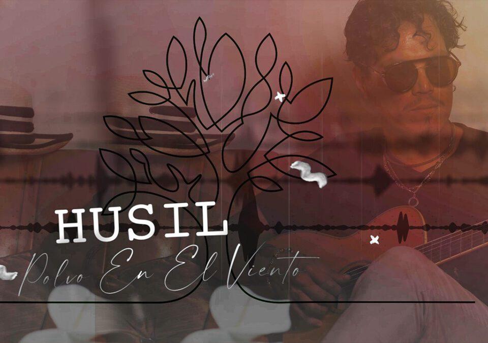 El cantautor peruano Husil presenta 'Polvo en el viento'