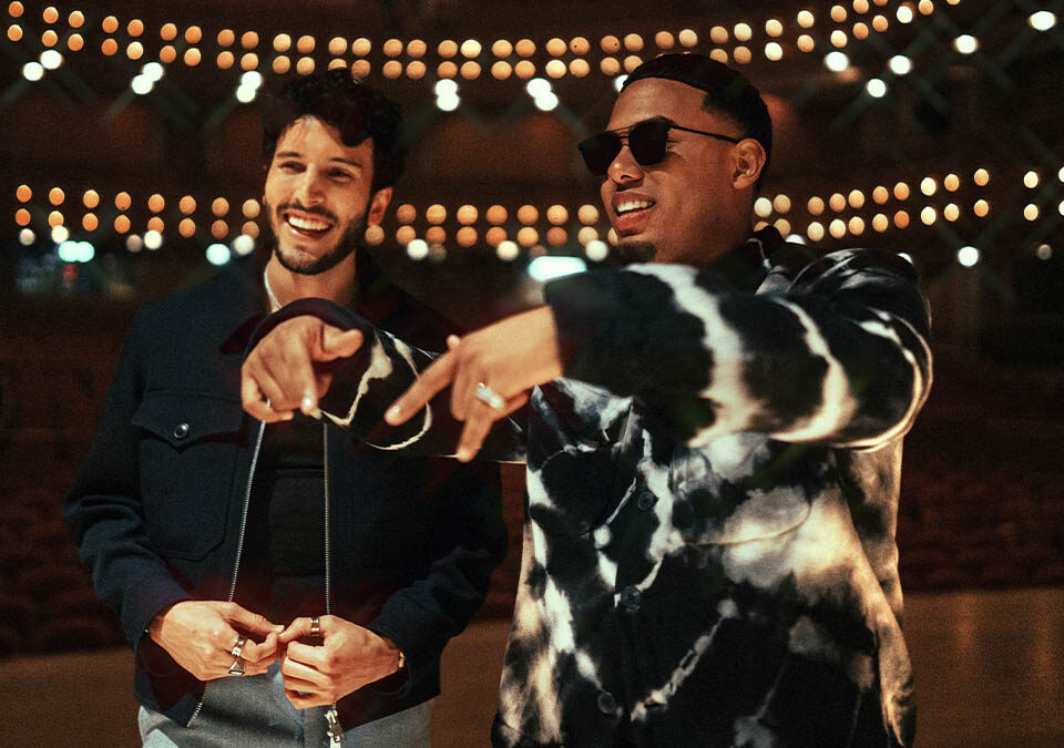 """Sebastián Yatra, se une al cantante y rapero puertorriqueño Myke Towers en el nuevo sencillo """"Pareja del Año"""" / Foto: Universal Music Group"""