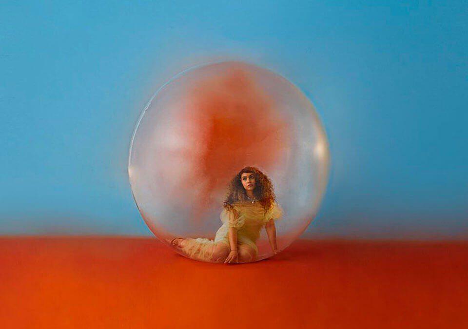 """Alessia Cara lanza su anticipado nuevo álbum """"IN THE MEANTIME"""""""