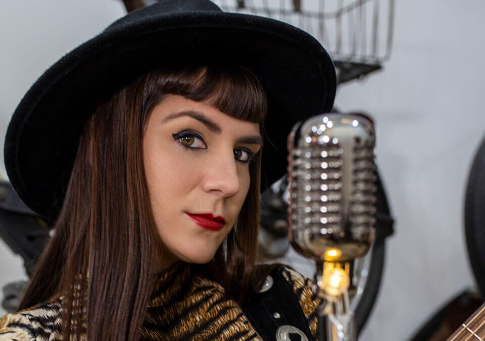 "La artista granadina, afincada en Málaga, Ángela Hoodoo, lanza ""Far Away"""