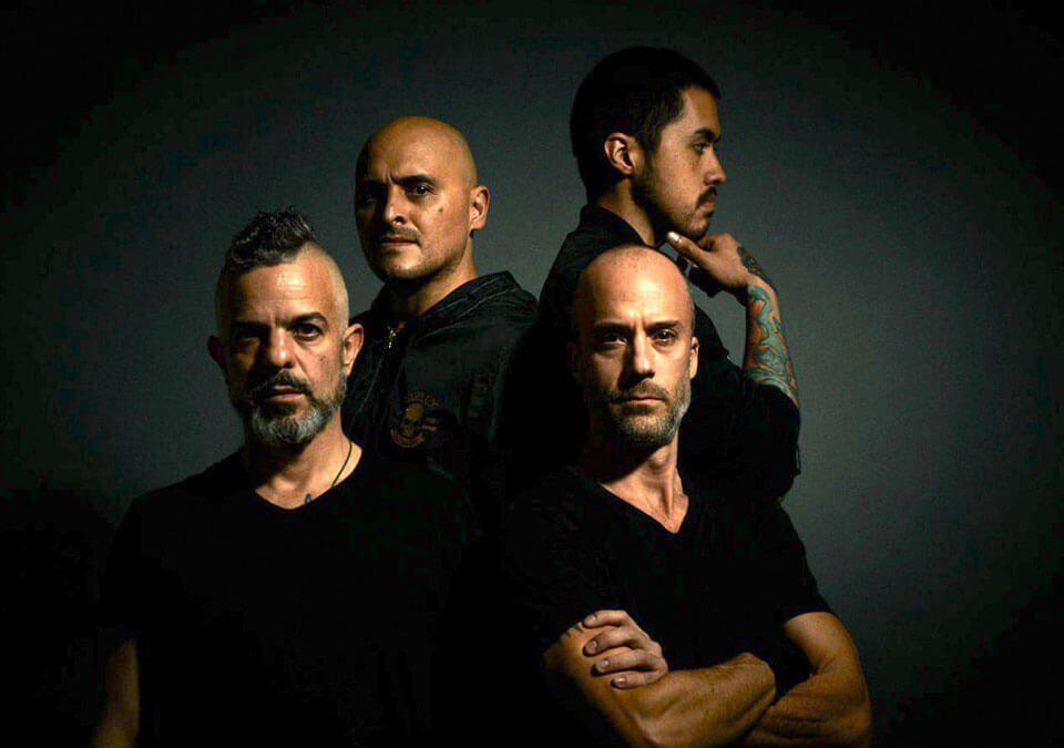La banda colombiana Mástil alza la voz para cantar 'Nos van a escuchar'